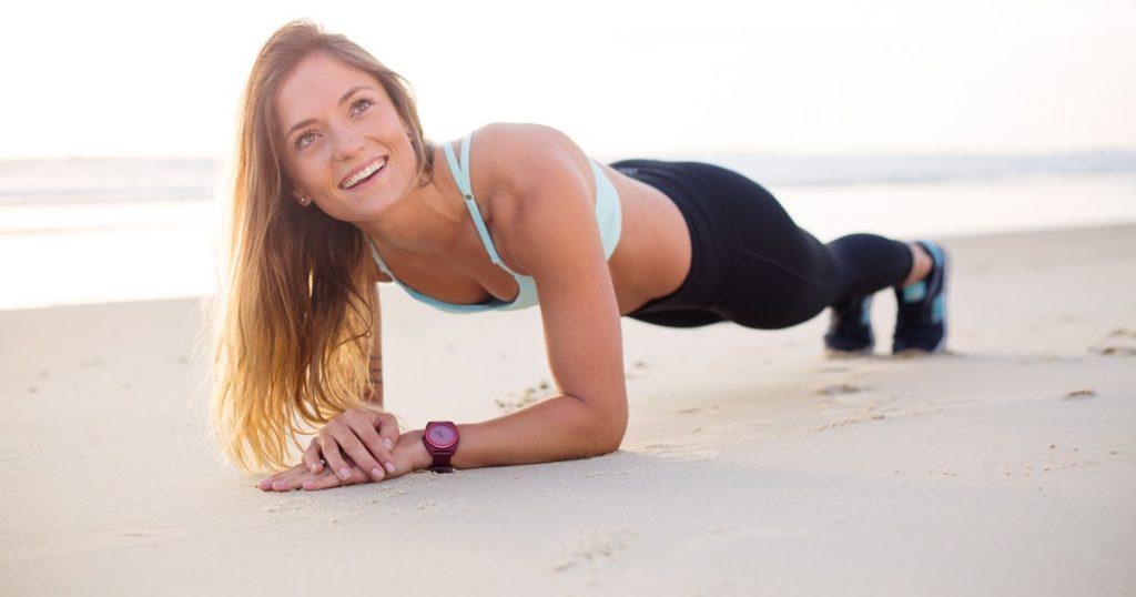ragazza impegnata in esercizio fisico per ossidazione dei grassi
