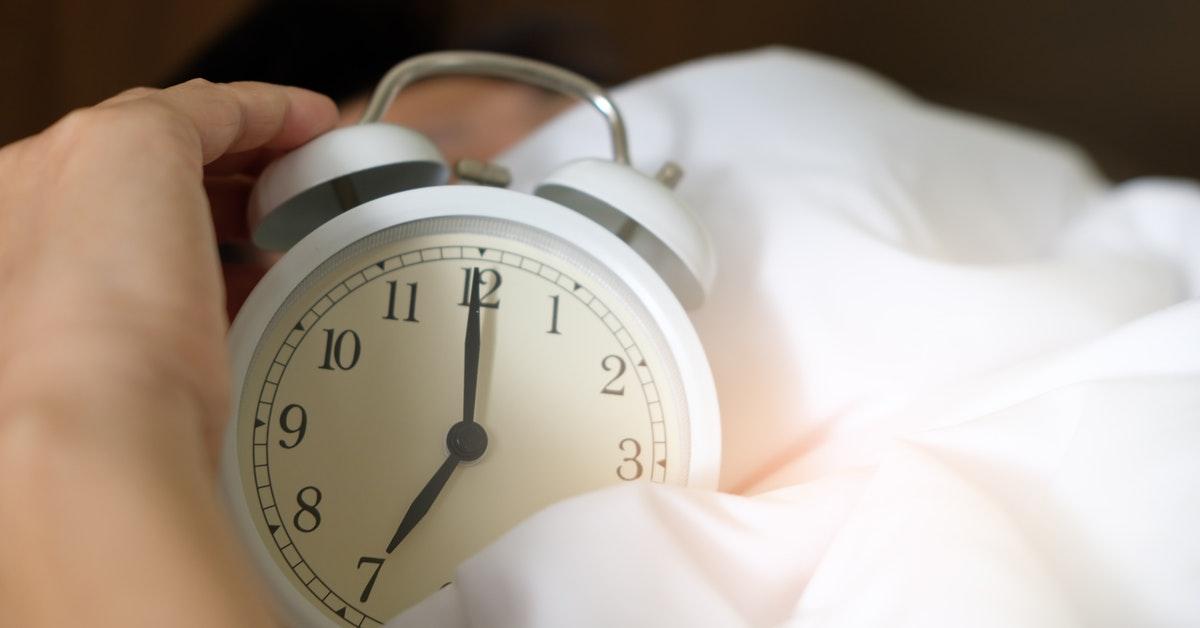 shift worker con sveglia al mattino