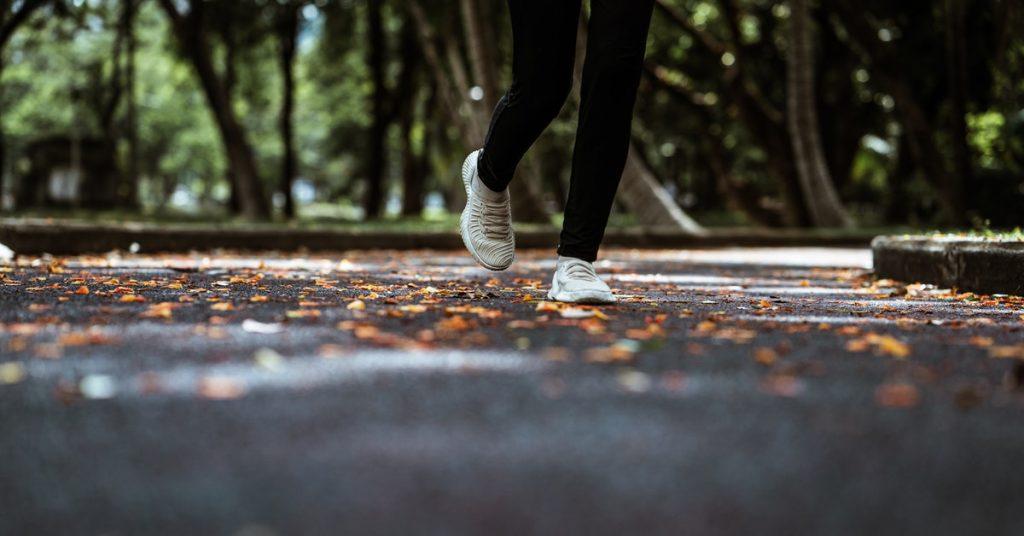 donna con ipertensione arteriosa fa esercizio fisico